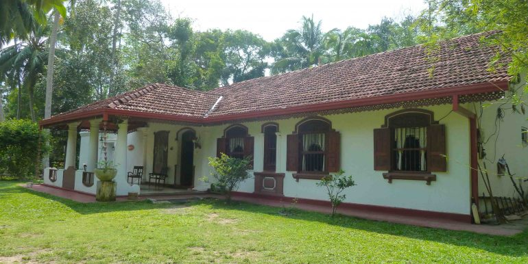 Antique house in tranquil area-1