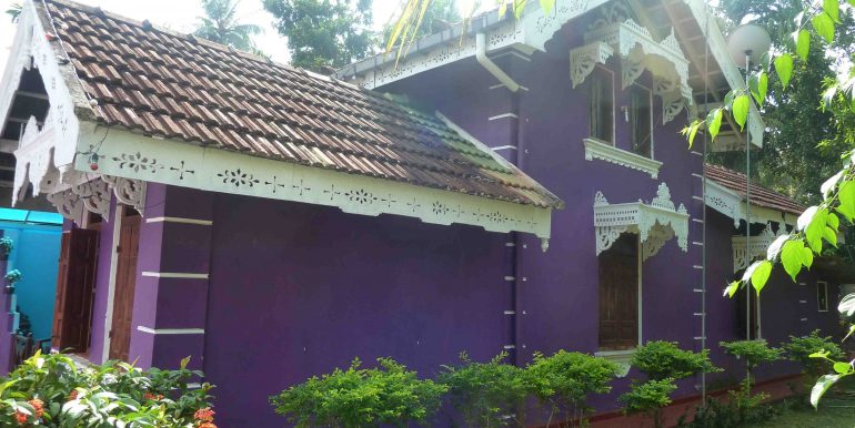 Antique house in peaceful area-2