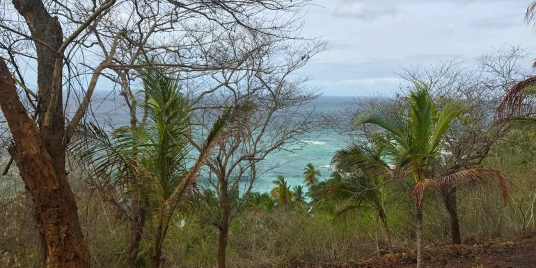 Exceptional-Cliff-Plot-Overlooking-One-of-the-Best-Beaches--6