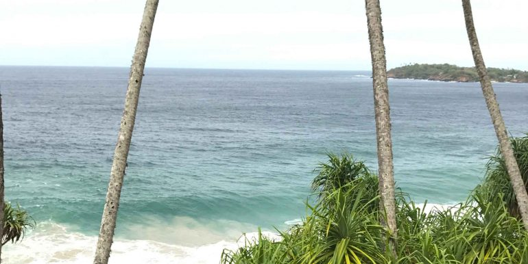 Exceptional-Cliff-Plot-Overlooking-One-of-the-Best-Beaches--7