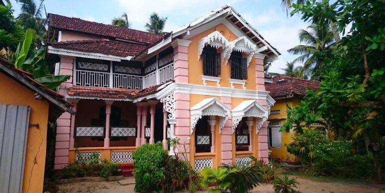 Spacious Colonial House close to the beach-1