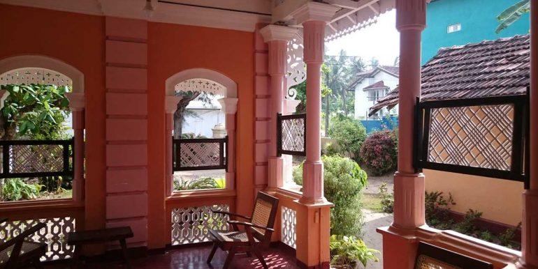 Spacious Colonial House close to the beach-2