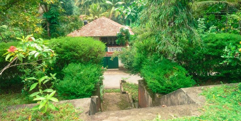Spacious property surrounded by tranquil envoirenment-3