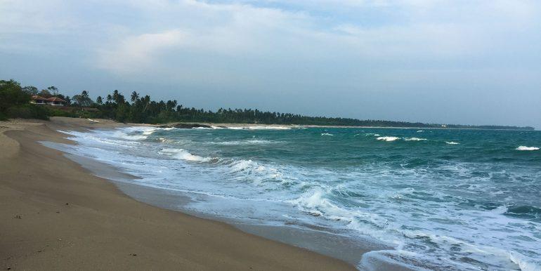 100 p land on Rekawa Beach (1 of 5)