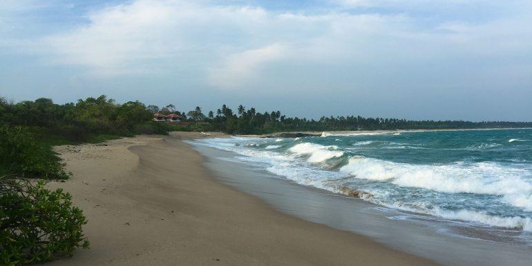 100 p land on Rekawa Beach (2 of 5)