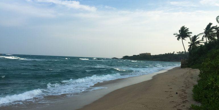 100 p land on Rekawa Beach (3 of 5)
