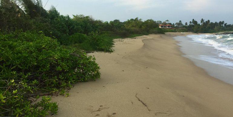100 p land on Rekawa Beach (5 of 5)
