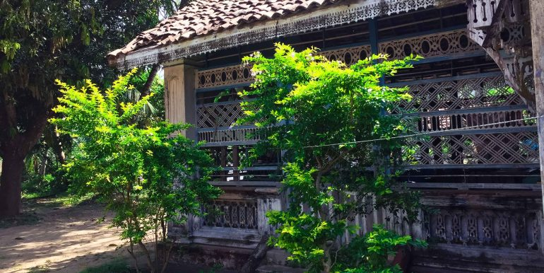 Charming Colonial House in Need of Renovation (4 of 9)