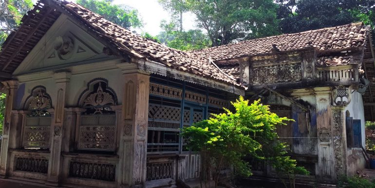Charming Colonial House in Need of Renovation (5 of 9)