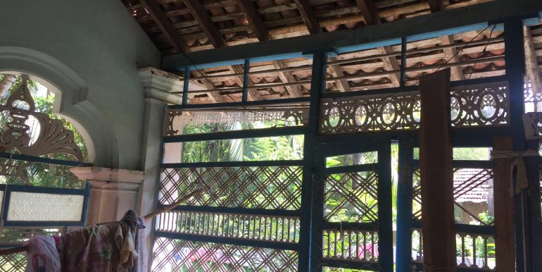 Charming Colonial House in Need of Renovation (7 of 9)
