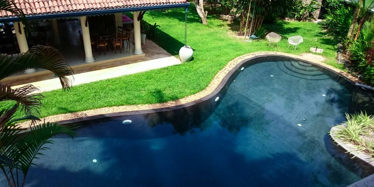 Stunning colonial villa with swimming pool and large garden south sri lanka property for Large swimming pools for gardens