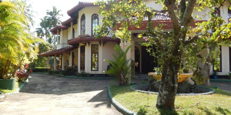 Established Hotel with Superb Rating and Steady Income-1
