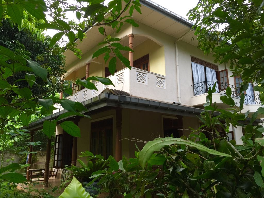Large House Very Close to Galle
