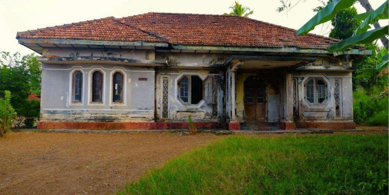 Budget colonial House in Famous Weligama-6