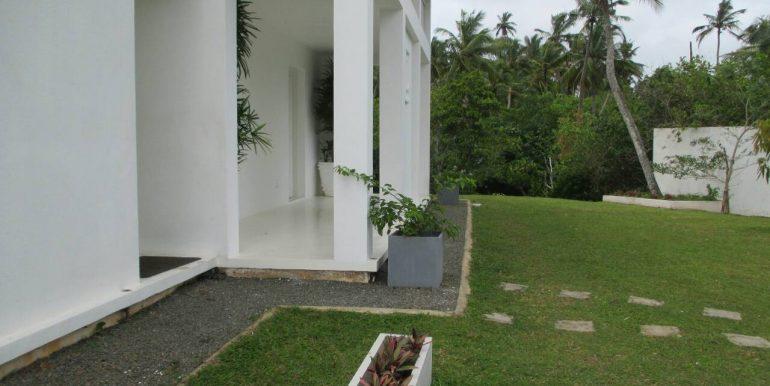 Cheap Mirissa Villa near the Beach-1