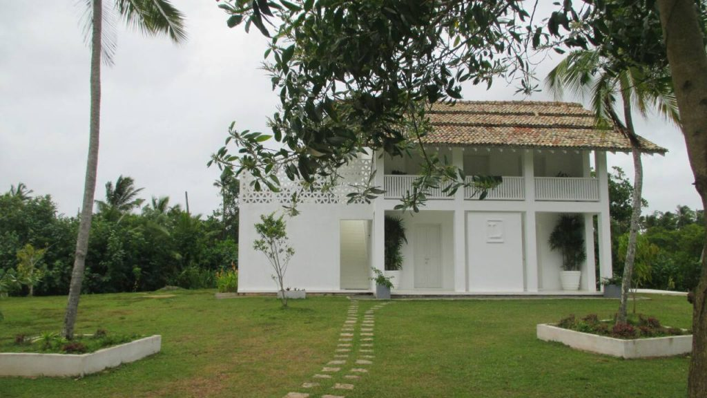 Budget Pretty Villa near the Beach