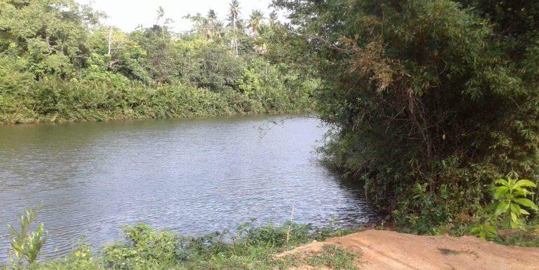 Lake Front Property on Generous Plot-1