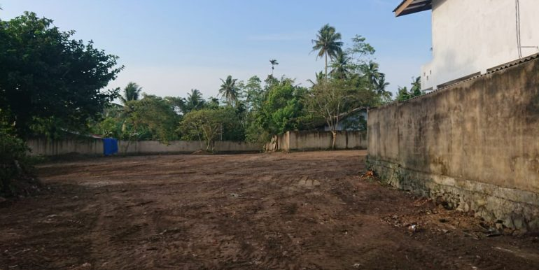 Valuable land in Superb location-3