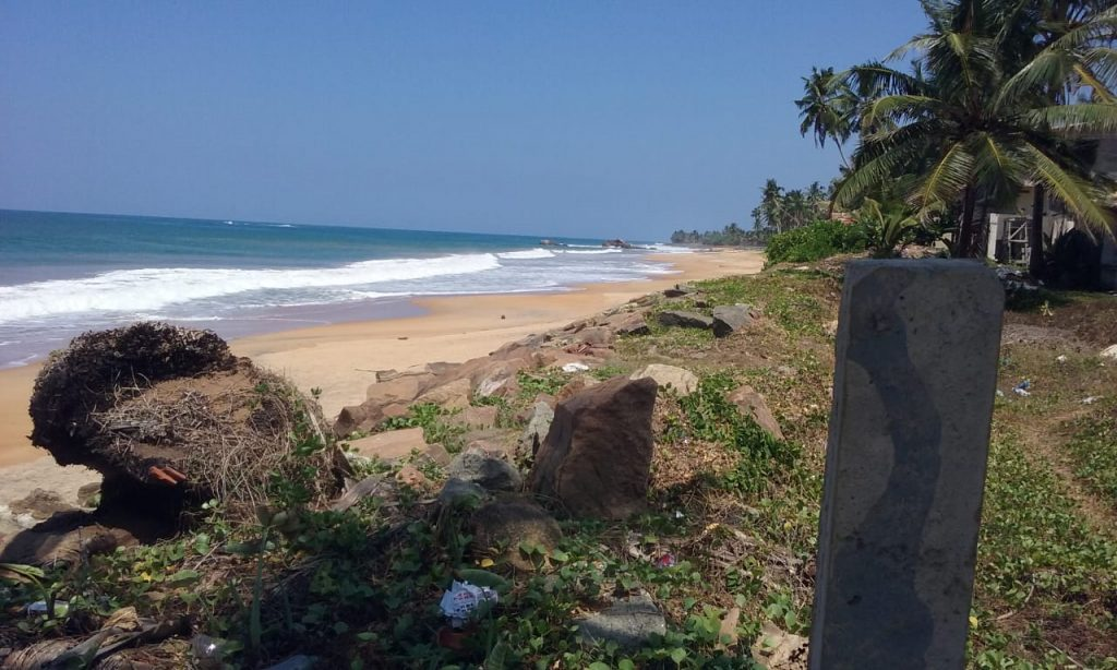 Budget beach plot close to Galle